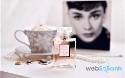 Chanel không chỉ nổi tiếng với nước hoa mà đến những thỏi son, những chiếc túi...của họ cũng đều là niềm mơ ước của bao phụ nữ