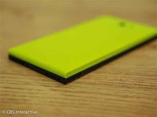 Cận cảnh smartphone đầu tiên chạy hệ điều hành Sailfish OS-image-1385799857599