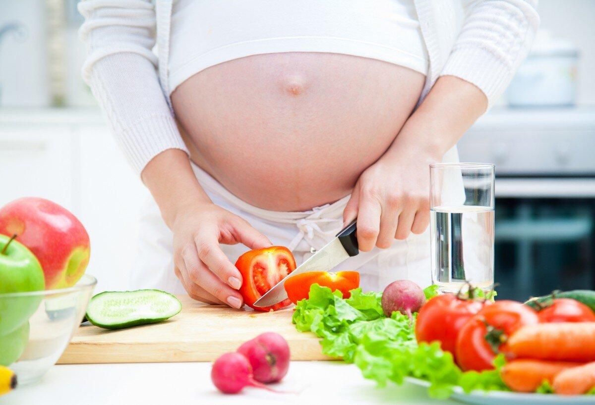 Vitamin tổng hợp bổ sung các chất cần thiết cho mẹ bầu bên cạnh các loại thực phẩm dinh dưỡng