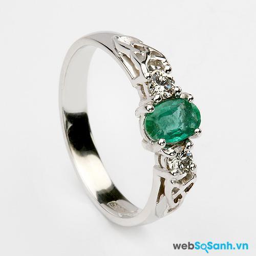 Một chiếc nhẫn đính ngọc lục bảo sẽ mang lại may mắn cho các nàng Kim Ngưu