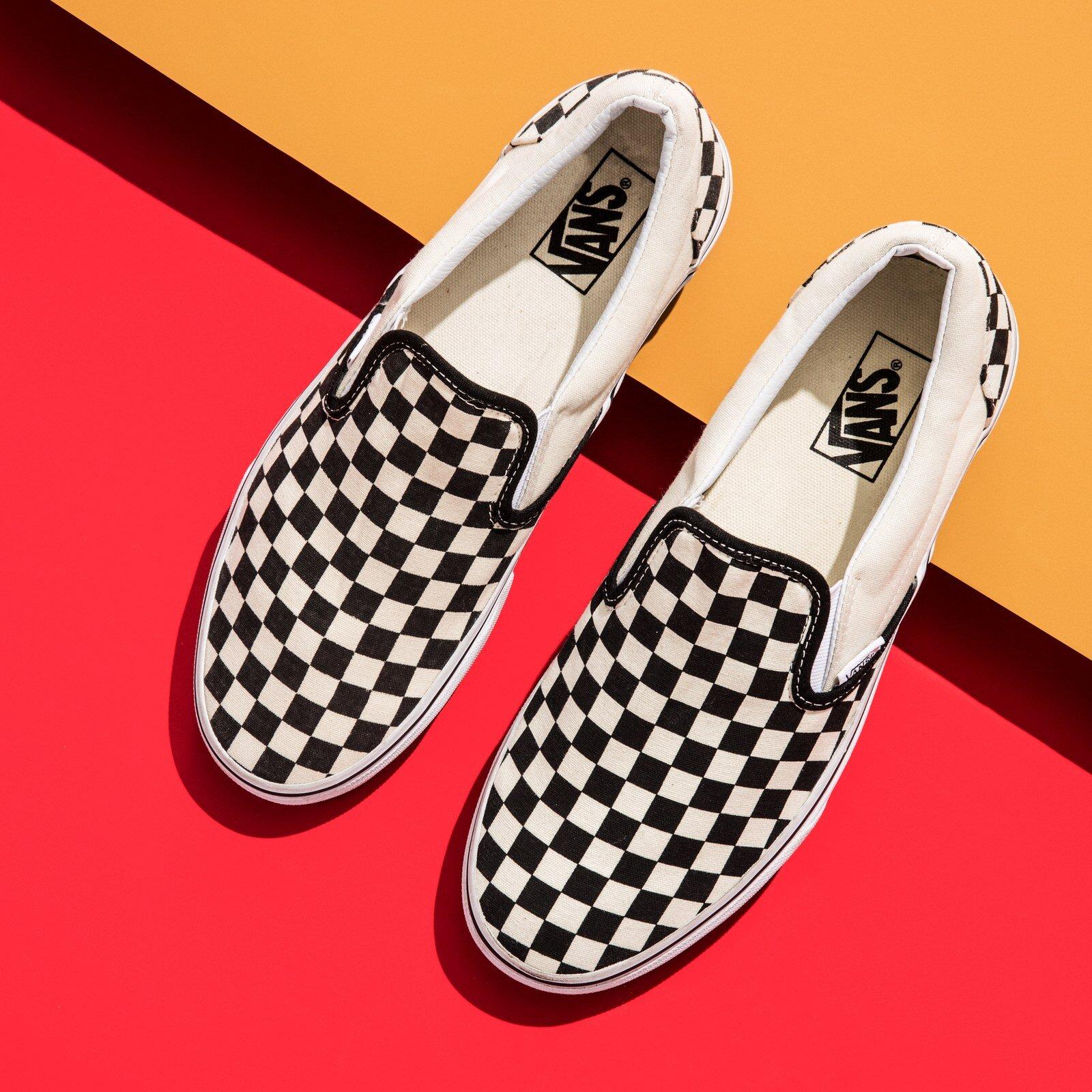 Giày Slip on hoạ tiết sọc giúp đôi chân bạn trở nên nổi bật nhưng vẫn rất đơn giản và tinh tế