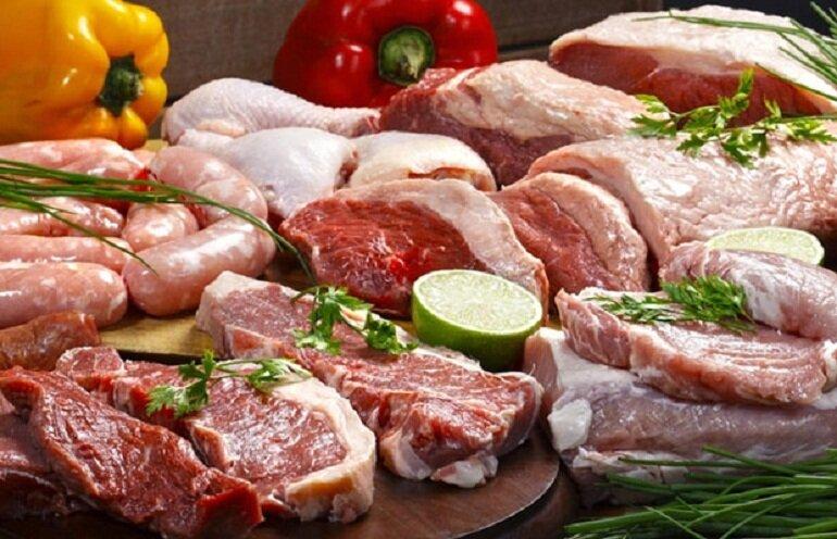 Thịt động vật là thức ăn yêu thích của chó Bull Pháp