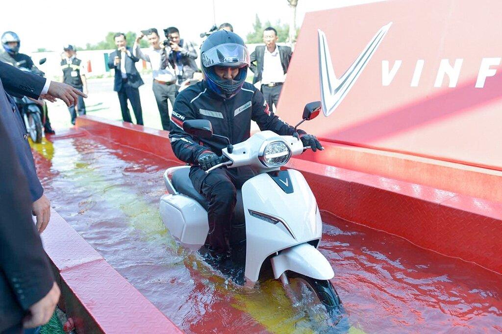 VinFast Klara có khả năng chống nước hoàn hảo