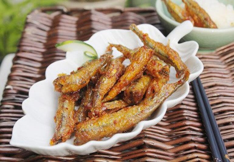 Cá cơm rim tỏi ớt (Nguồn:media.cooky.vn )