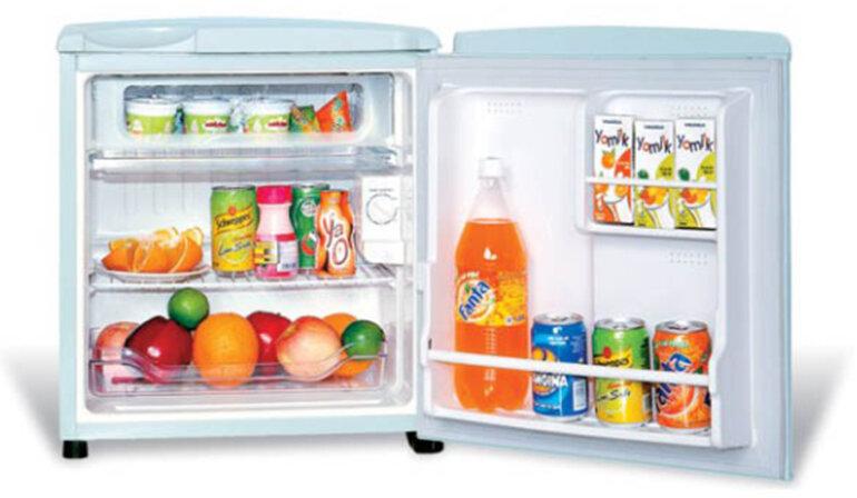 Tủ lạnh Aqua mini phù hợp để bảo quản nước ngọt và các loại bánh kẹo, trái cây