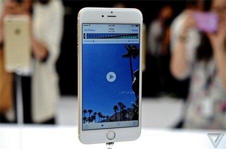 Ngoài kích cỡ lớn hơn, iPhone 6 Plus có thiết kế không khác biệt so với iPhone 6