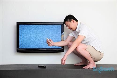 Nếu tivi không có tín hiệu, hãy kiểm tra các thiết bị liên quan trước khi nhờ đến sự hỗ trợ từ thợ sửa tivi