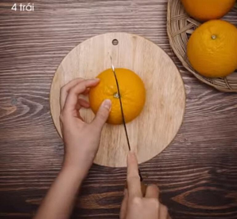 Chuẩn bị 4 quả cam