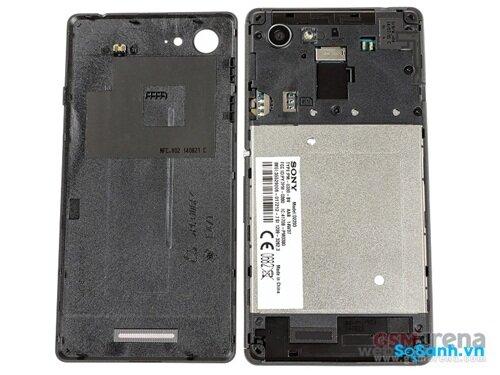 Pin không thể tháo rời dù Sony Xperia E3 không có thiết kế nguyên khối
