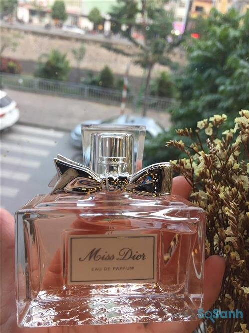 Miss Dior 2017 lại lấy trung tâm là hoa hồng Grasse ngọt ngào và nữ tính