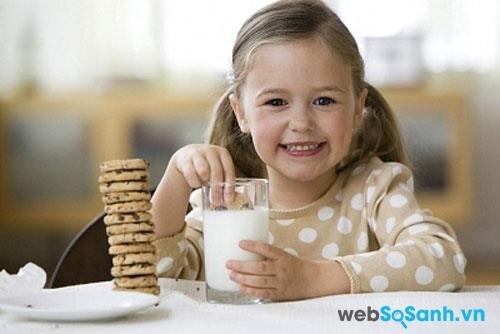 Sữa bột Abbott Grow Singapore giúp bé ăn ngon hơn