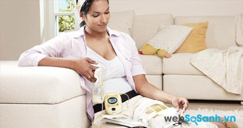 Nếu như bạn chỉ dùng máy hút đơn, hãy hoán đổi 2 bên vú liên tục trong quá trình hút sữa.