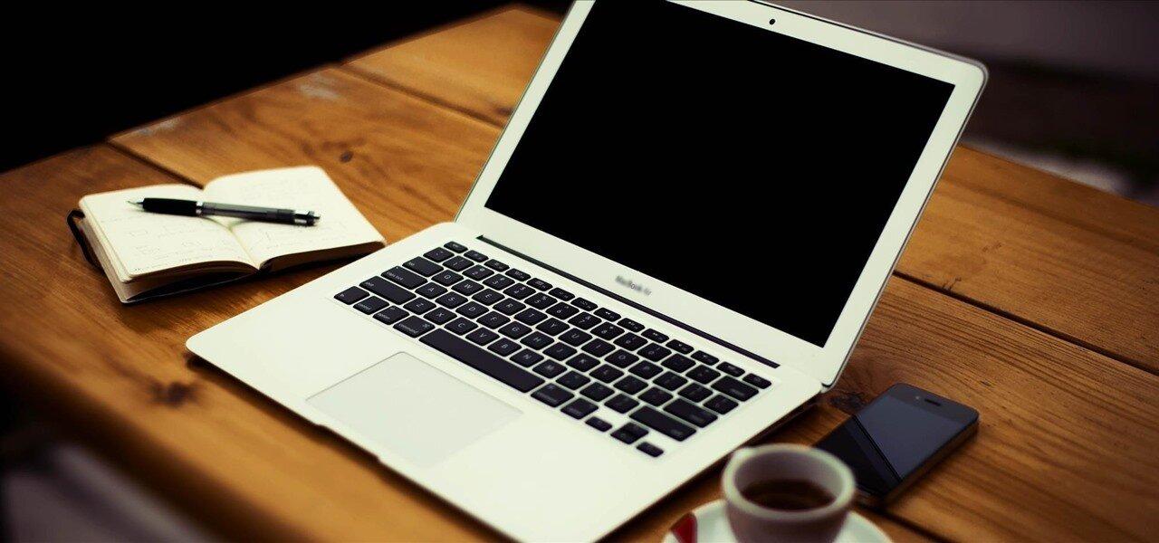 Dân văn phòng nên chọn Macbook hay laptop?