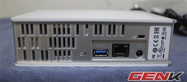 Từ phải sang trái: cổng nguồn, cổng Ethernet, Cổng USB 3.0, nút Reset phần mềm.