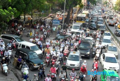 Mạnh ai nấy đi là tình trạng thường thấy ở các con đường đô thị