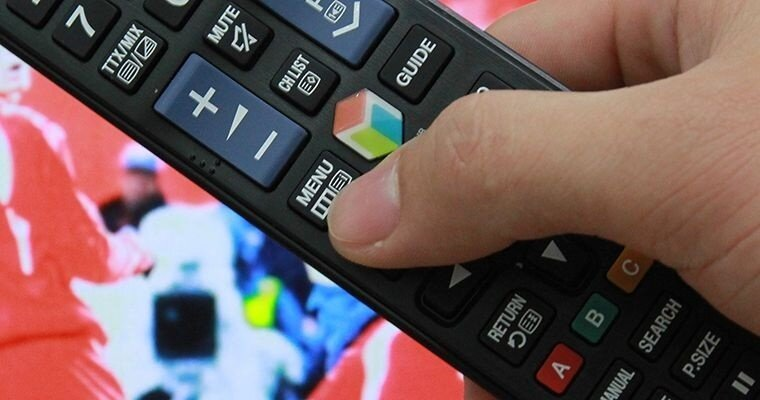 Nhấn menu trên Remote