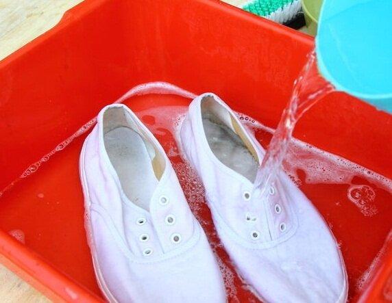 giày canvas trắng
