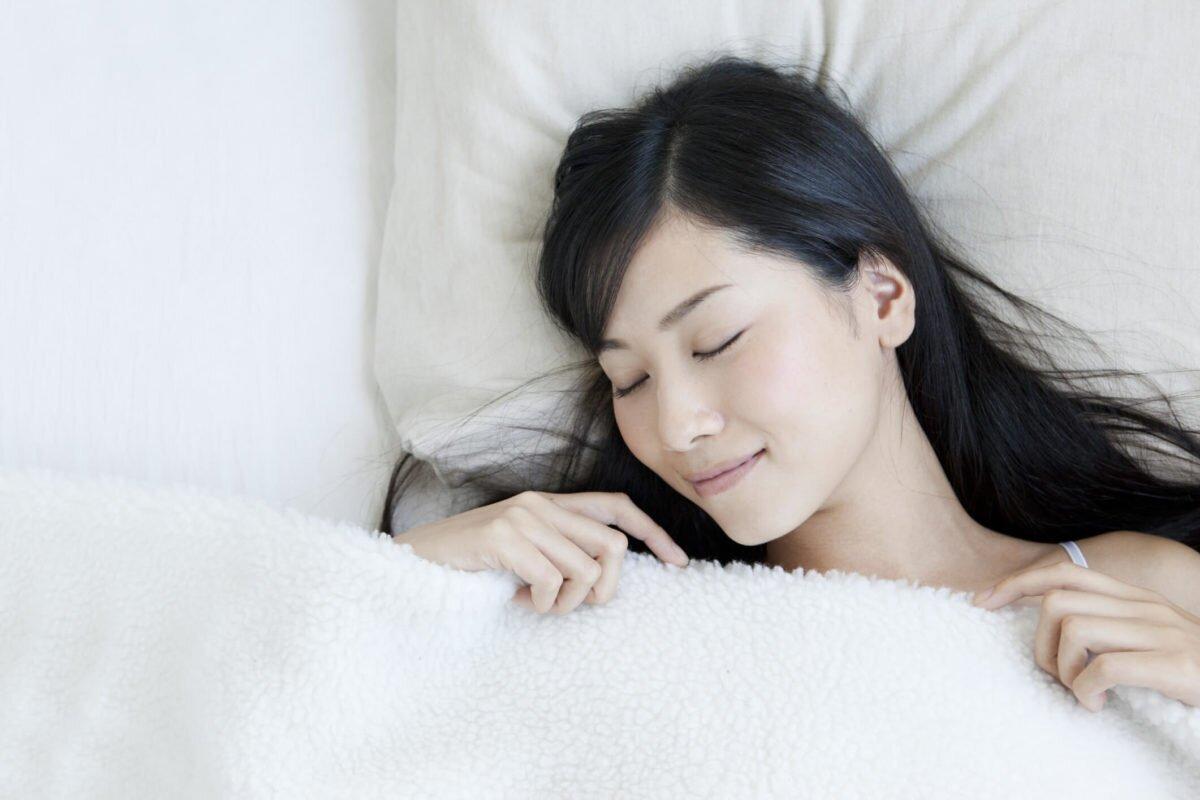 Nằm ngửa giúp cơ thể thoải mái và dễ chịu hơn