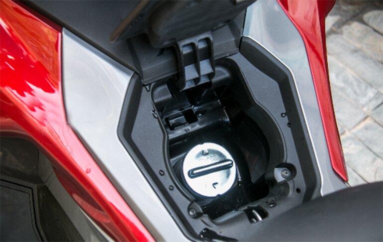 Vị trí nắp xăng thuận tiện khi cần nạp nhiên liệu