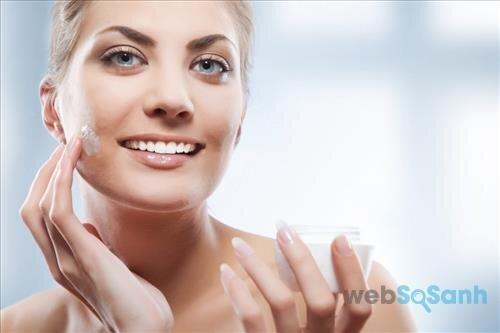 Làn da khô do thiếu dầu cần được bổ sung chất dưỡng đúng cách