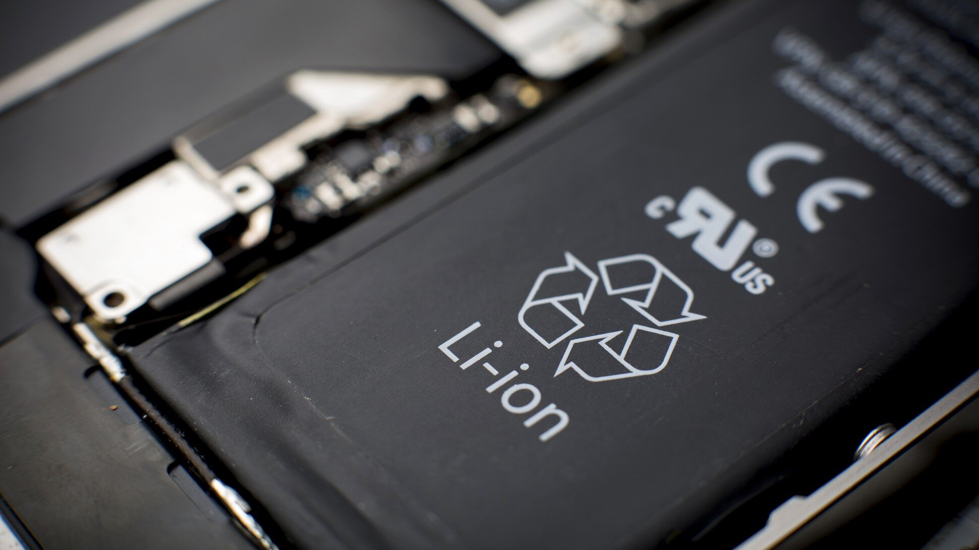 Loại pin điện thoại nào tốt nhất hiện nay?