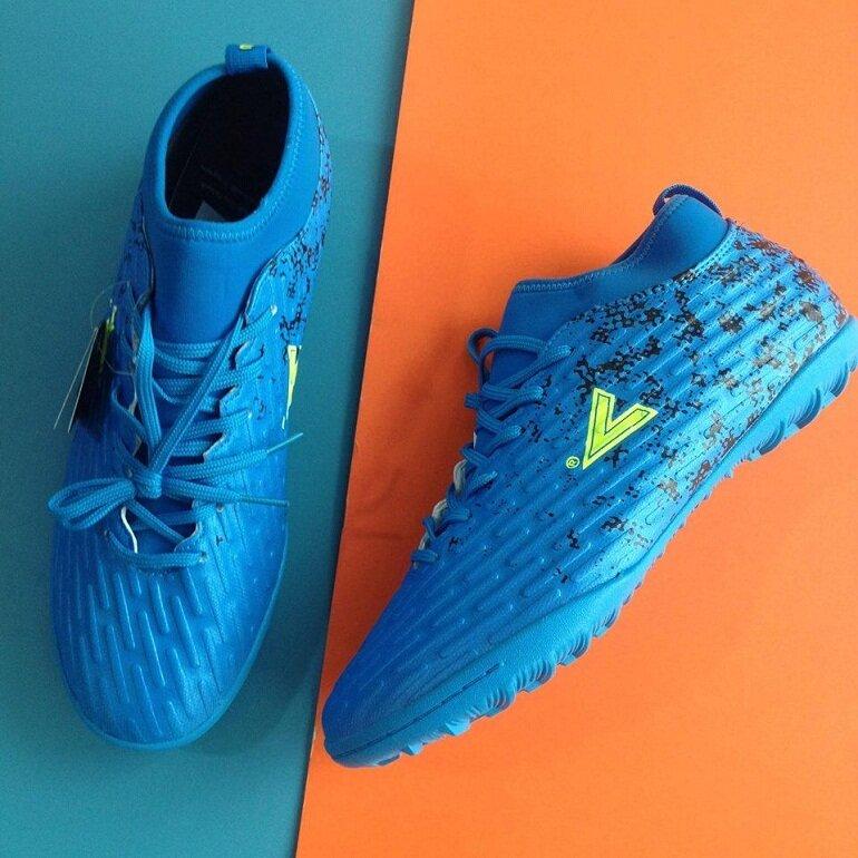 Độ bền của giày đá bóng Mitre được đánh giá rất cao do toàn bộ thân giày được làm bằng chất liệu da PU cao cấp