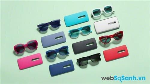 Moto X Play cũng cho phép người dùng tùy biến chất liệu, màu sắc qua chương trình Moto Maker của Motorola