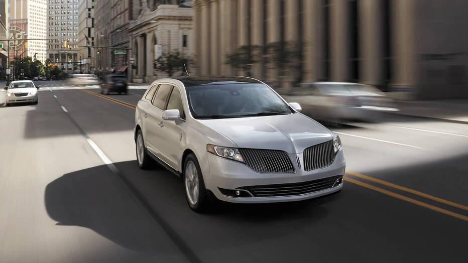 Sở hữu Lincoln MKT với thiết kế nổi bật sẽ khiến bạn trở nên thật đẳng cấp và sang trọng khi di chuyển trên đường phố