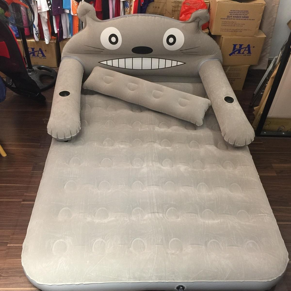 Đệm hơi có hình nhân vật Totoro - là nhân vật hoạt hình Nhật Bản được rất nhiều trẻ em trên thế giới yêu thích