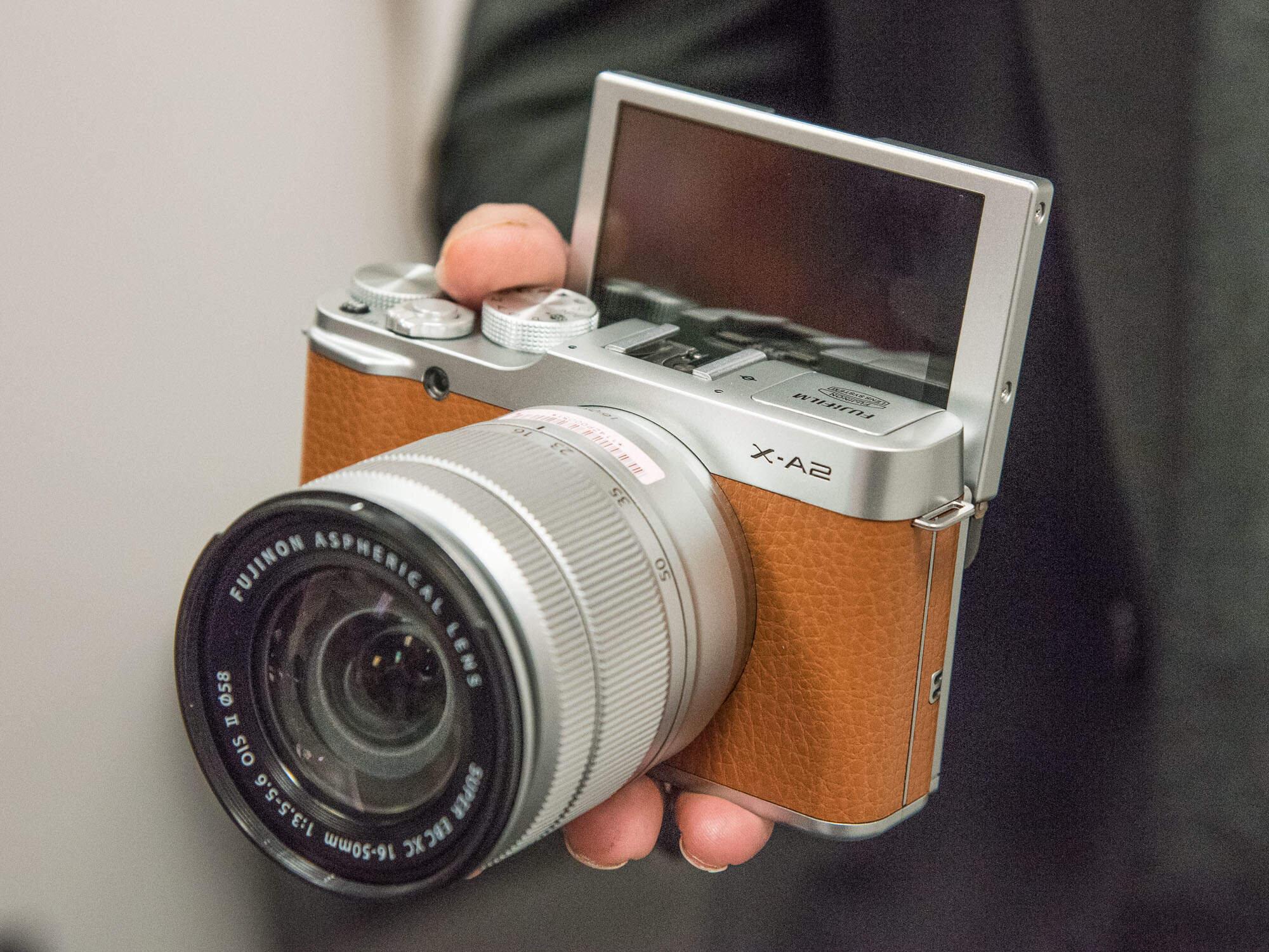 FujiFilm X-A2 có phong cách hoài cổ, kiểu dáng nhỏ gọn
