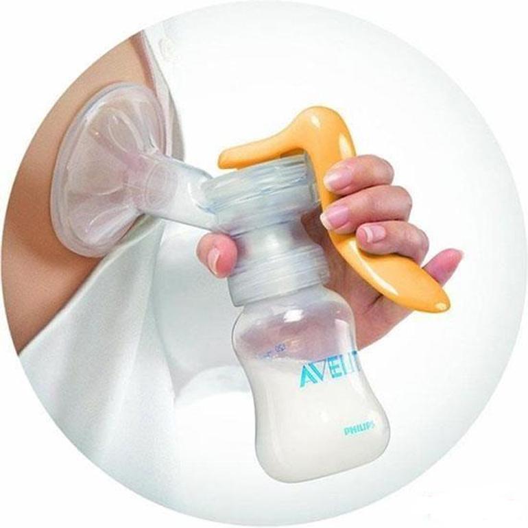 Máy hút sữa bằng tay cấu tạo đơn giản và dễ sử dụng.
