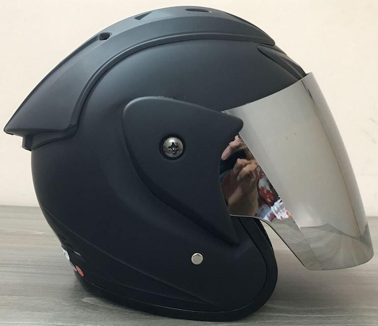 Mũ được làm từ chất liệu nhựa cao cấp, có khả năng chống va đập tốt