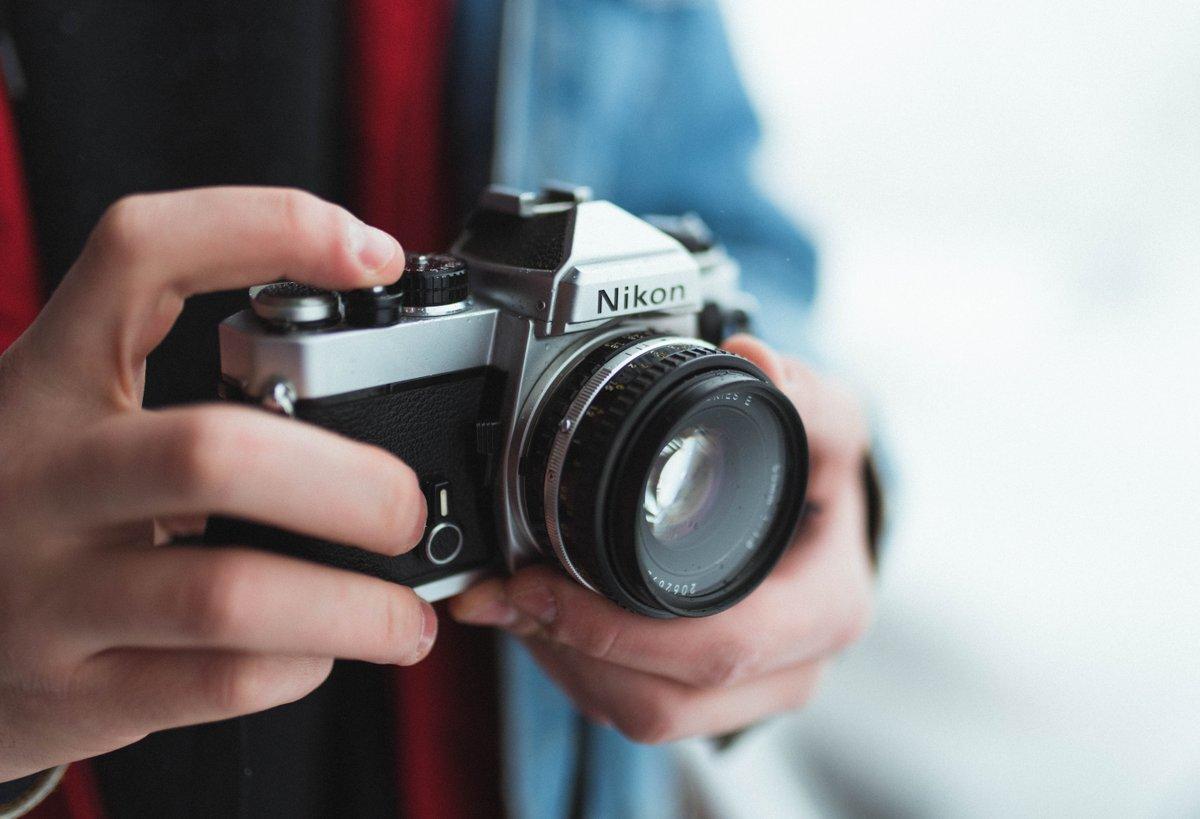Máy ảnh không gương lật rất gọn nhẹ tiện lợi khi mang theo du lịch