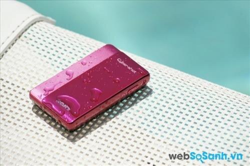 Sony Cybershot DSC-TX5 còn sở hữu tính năng chống thấm nước đến độ sâu 3 m