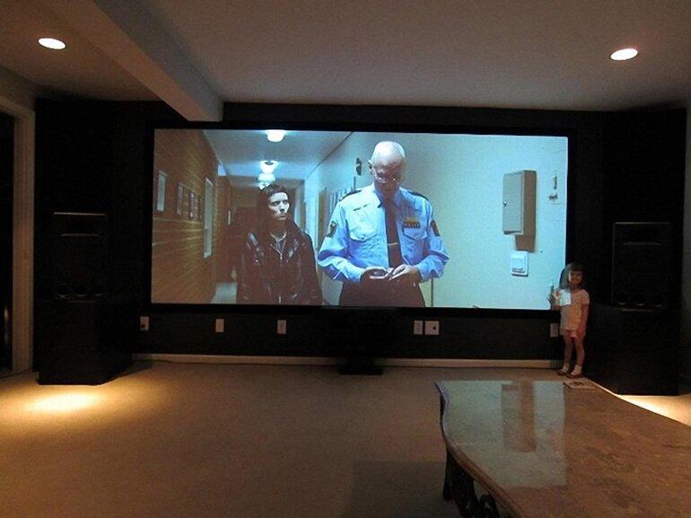 máy chiếu xem phim gia đình