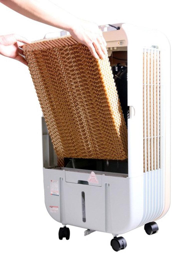 Nên vệ sinh quạt điều hòa thường xuyên, nhất là bộ lọc của quạt.