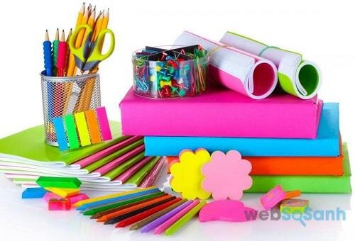 Mẹ cũng cần sắm cho con các đồ dùng học tập khác như bút chì, thức kẻ...