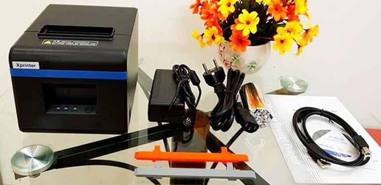 máy in hóa đơn Xprinter XP-N160ii bao gồm đầy đủ Adapter + dây nguồn, cáp kết nối USB, đĩa driver và sách HDSD đi kèm, cùng 1 cuộn giấy K80 được tặng sẵn trong hộp máy.