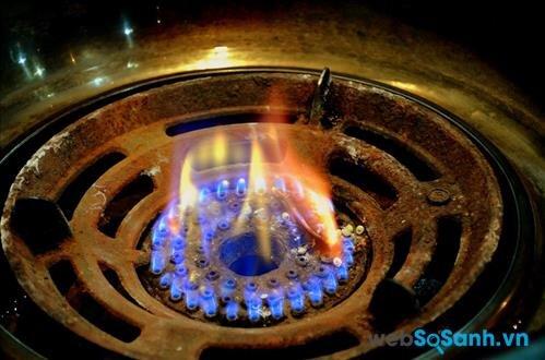 Đốt ra ngọn lửa màu đỏ, thậm chí có muội thường là những dòng gas kém chất lượng