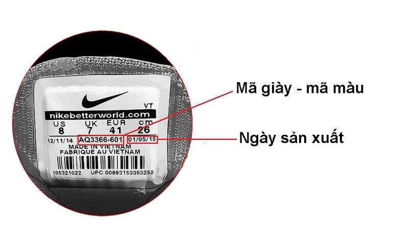 Kiểm tra tem giày là cách được nhiều người sử dụng để nhận biết giày bóng đá Nike chính hãng
