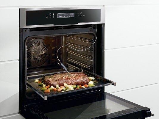 Lò nướng Bosch sở hữu nhiều chức năng giúp thức ăn chín đều và thơm ngon hơn