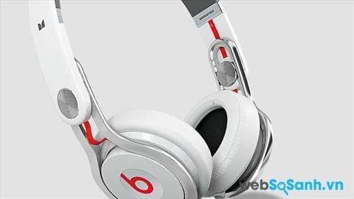 Khớp xoay và ốp tai của chiếc Beats MixR