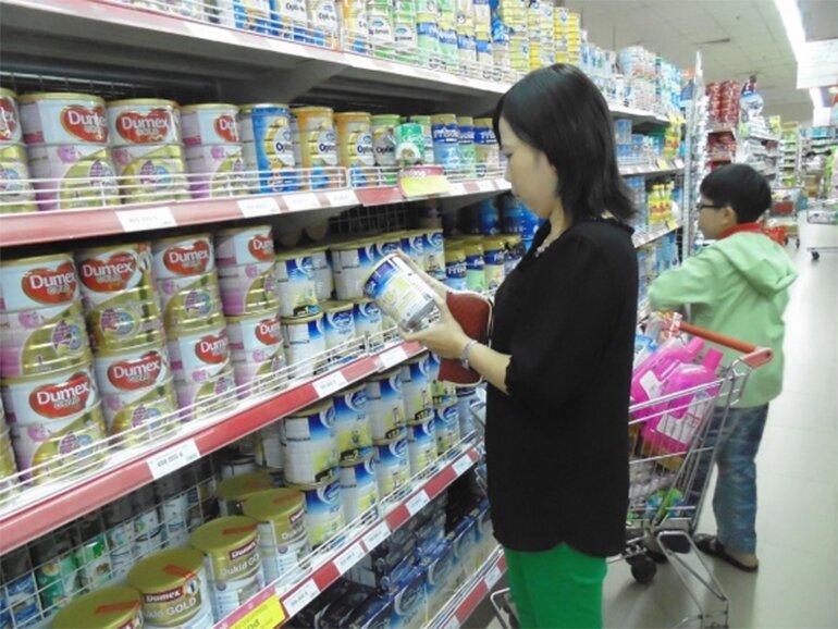 Kiểm tra kỹ thông tin của sữa trước khi mua.