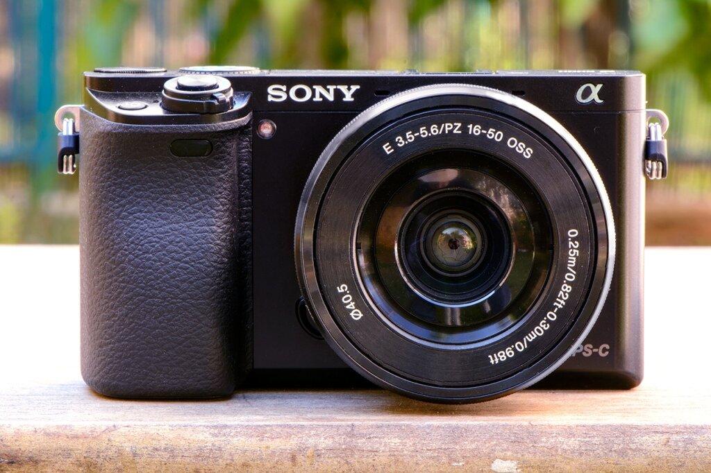 Sony A6000 hay A5000 đáng để mua hơn