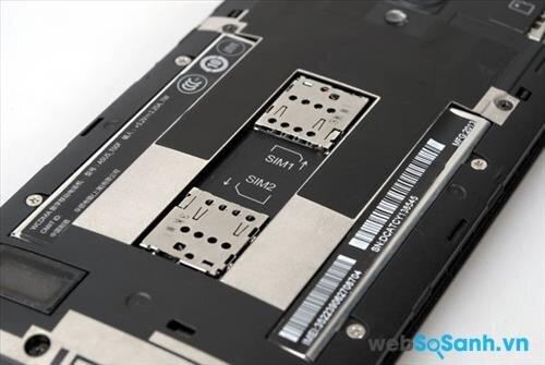 Zenfone 5 không sử dụng thiết kế nguyên khối nhưng pin của Zenfone 5 không thể tháo rời.