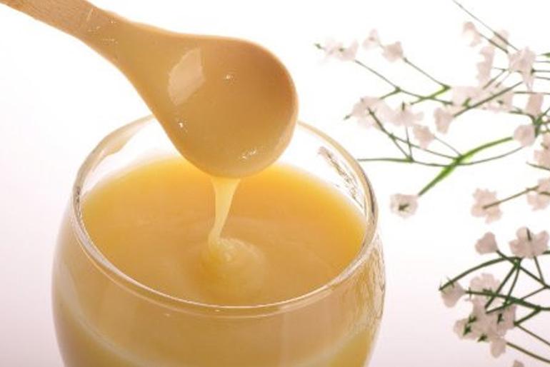 Mặt nạ sữa ong chúa trị mụn