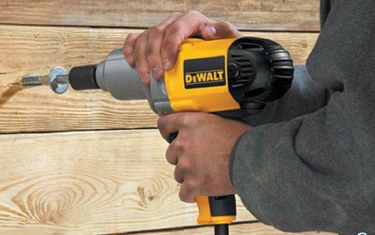 Máy khoan vặn vít dùng điện Dewalt DW293 710W