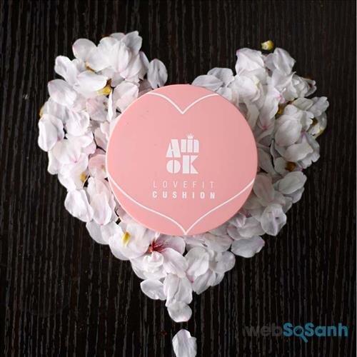 Amok Lovefit Cushion có vỏ hồng rất xinh xắn