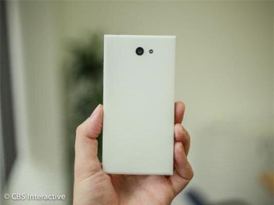 Cận cảnh smartphone đầu tiên chạy hệ điều hành Sailfish OS-image-1385799916574