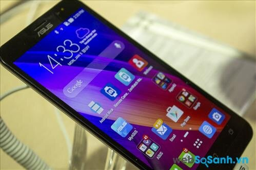 Cùng kích cỡ, nhưng màn hình Zenfone 2 tốt hơn nhờ độ phân giải và mật độ điểm ảnh lớn